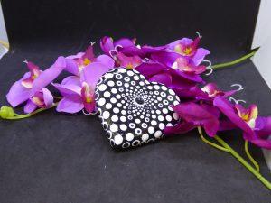 dot painting mandala steen hart